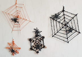 Toile d'araignée en laine pour Halloween [VIDEO]