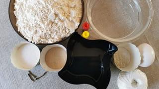 Ingrédients nécessaires pour le pain en forme de citrouille