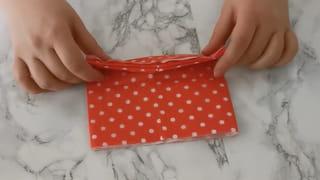 Étape 2: Dépliez une nouvelle fois la serviette pour lui donner la forme de l'étape1