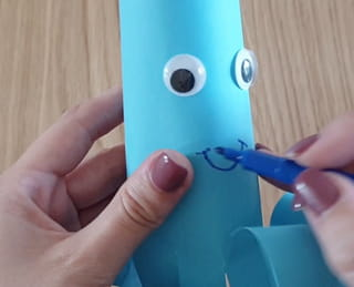 Étape 6: dessinez la bouche de la pieuvre