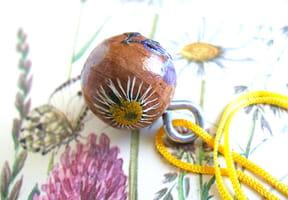 Pendentif FLORA en bois et fleurs séchées
