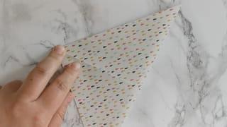 Étape 1: plier la feuille dans la diagonale