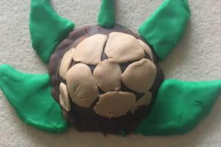 Etape 3: les pattes et la queue de la tortue