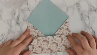 Étape 4: Collez le bas de l'enveloppe