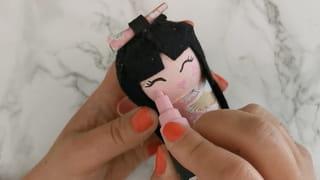 Étape 6: créez le visage de votre poupée Kokeshi