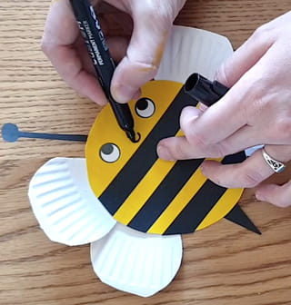 Étape 9: finissez la fabrication de l'abeille