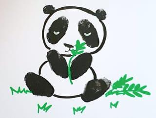 Comment dessiner un bébé panda qui mange son bambou?