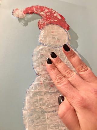 Etape 3: colle ton bonhomme de neige sur une feuille