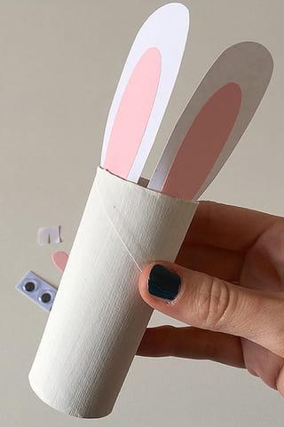 Lapins de p ques en rouleau de papier toilette - Papier a coller sur meuble ...