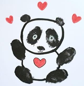 Comment dessiner un bébé panda amoureux?