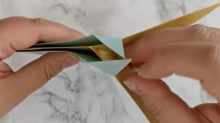 Étape 6: plier les pointes du 1erlosange sur le 2elosange