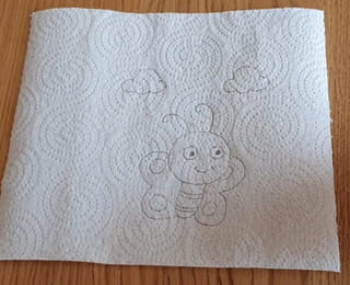 Étape 2: dessiner le papillon sur du papier absorbant