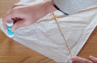 Étape 4: fixez la voile du cerf-volant