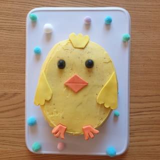 Et voilà un joli gâteau poussin tout mignon!
