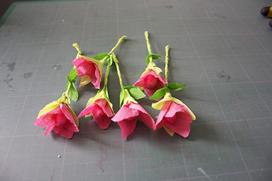 Bouton de rose en papier crépon