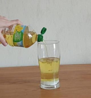 Étape 1: Versez le bicarbonate puis l'huile