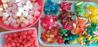 Matériel et ingrédients nécessaires au gâteau de bonbons