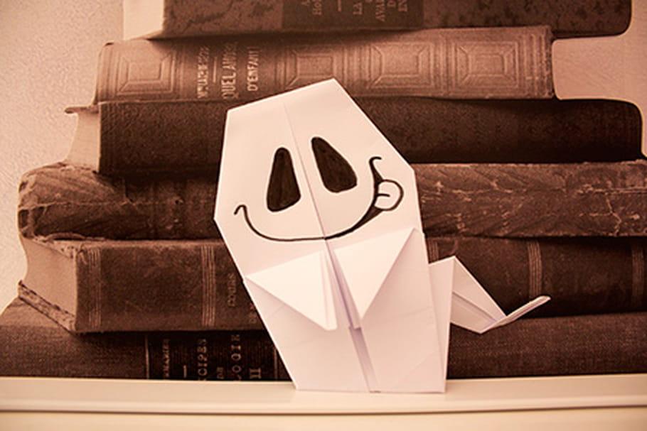 Pliage d'un fantôme en papier
