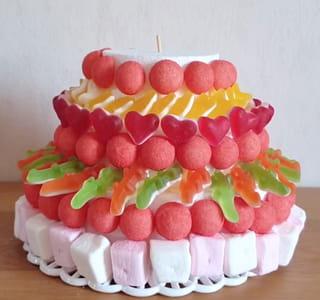 Étape 3: couvrir tout le gâteau de bonbons