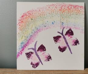 Peindre un papillon avec une éponge