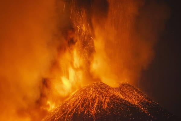 Erupție-vulcanic-Etna-Sicilia-Italia