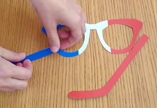 Fabrication des lunettes de supporter de l'équipe de France