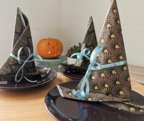 Pliage de serviette chapeau de sorcière pour Halloween