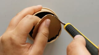 Étape 1: découper le fond des gobelets