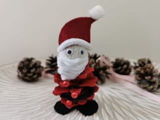 Votre père Noël en pomme de pin est terminé