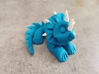 Votre dinosaure en pâte à modeler est terminé