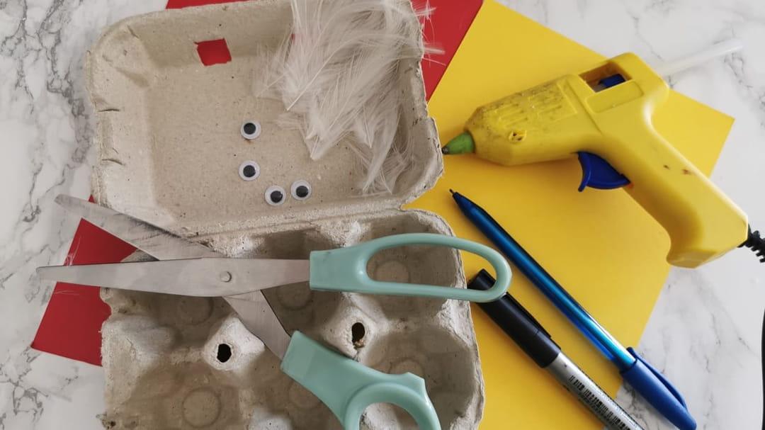 materiel-pour-la-fabrication-de-la-poule-en-boite-a-œufs