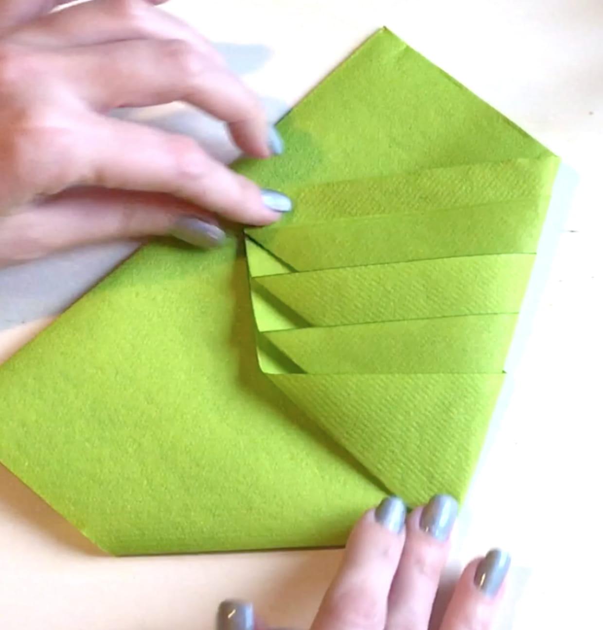 Pliage Serviette Papier Avec Couverts pliage serviette en forme de sapin de noël