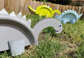 Dinosaure en assiette en carton