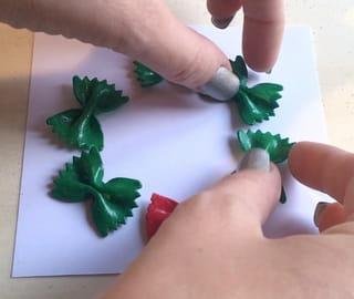 Tuto Carte de Noël Couronnes de pâtes Étape 4