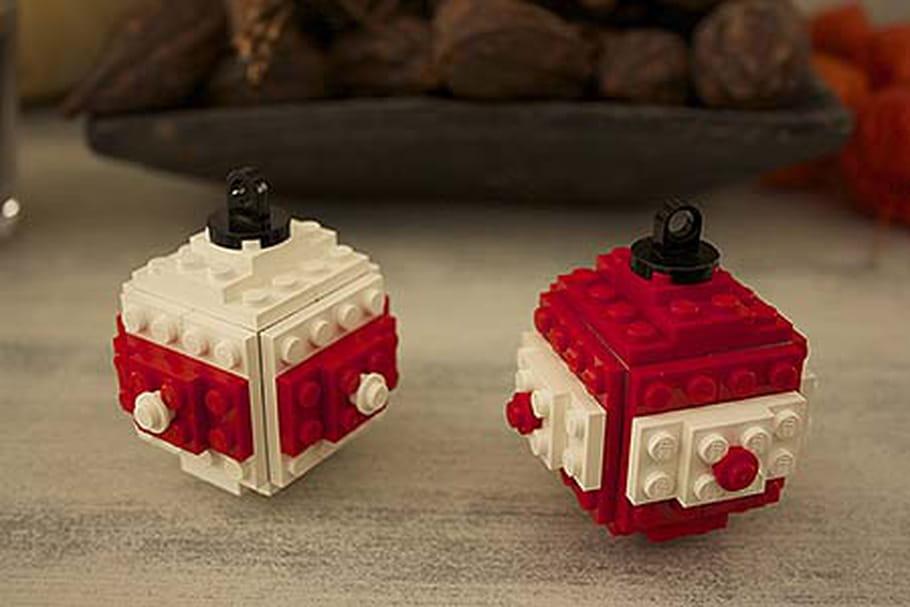 Des boules de Noël LEGO