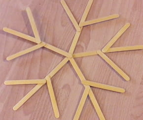Flocons de neige en bâtonnets de bois [VIDEO]