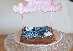 Décoration de gâteau, un topper Joyeux Anniversaire [VIDEO]