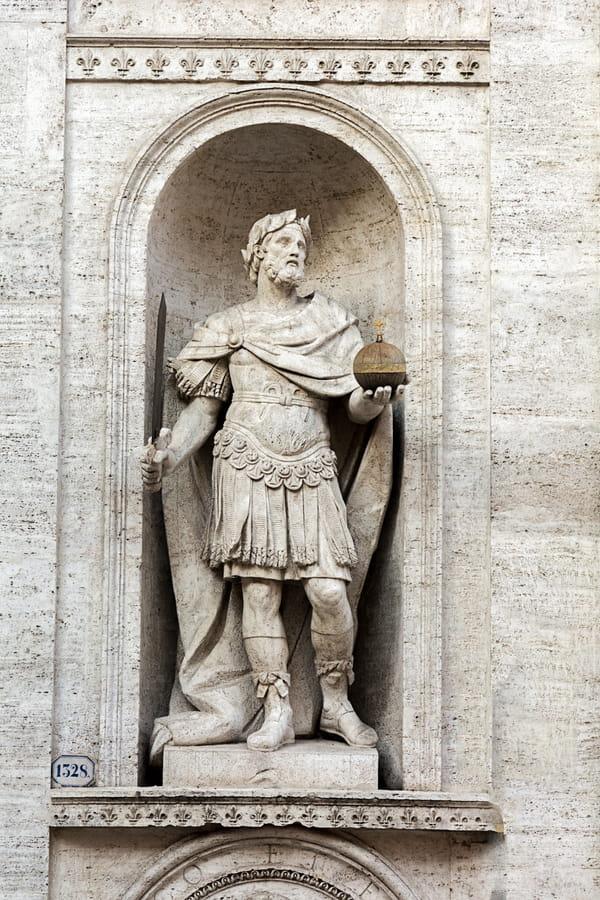 statut-charlemagne-rome-italie