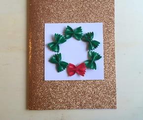 Carte de Noël décoration couronne avec des pâtes
