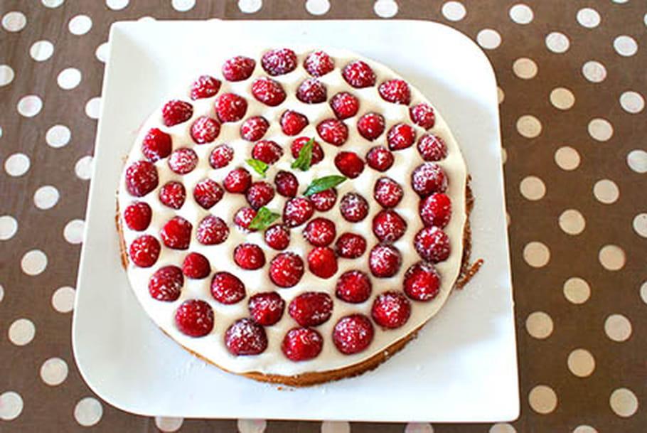 Sablé breton à la crème de mascarpone, framboises et coulis de fraises