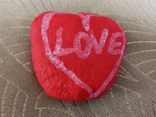 Comment peindre un cœur sur un galet?