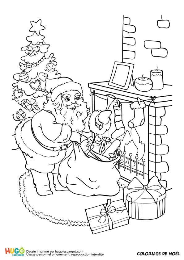 Le père Noël dépose les cadeaux