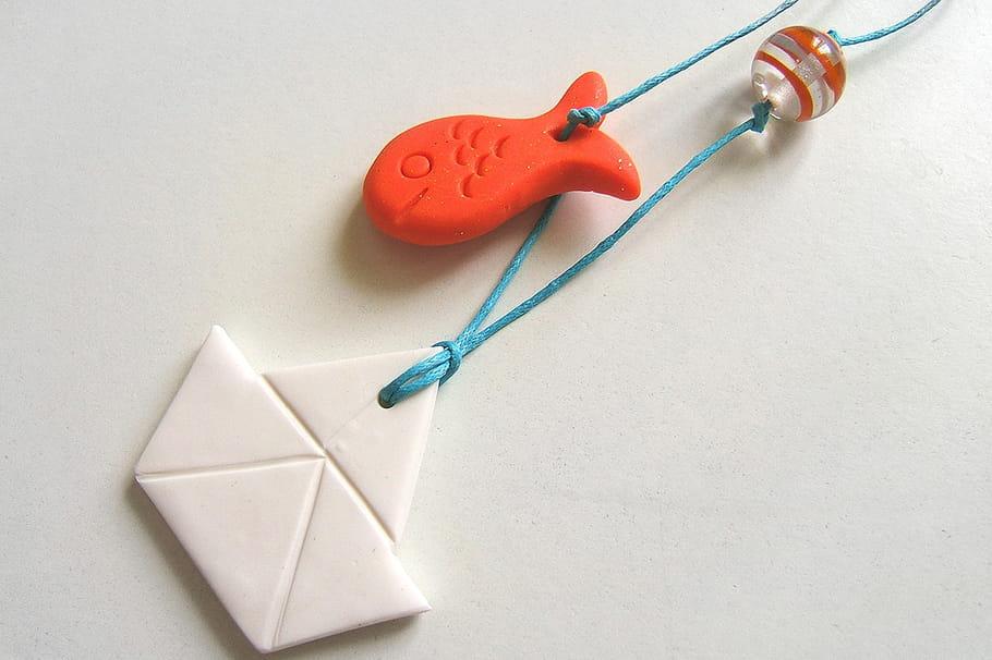 Collier petit bâteau en pâte FIMO