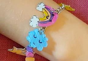 Plastique fou: comment faire des bijoux?