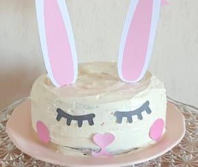 Décoration de gâteau, un topper Lapin de Pâques [VIDEO]