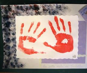Cadre empreintes de mains en peinture