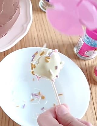 Étape 6: ajouter les décorations en sucre