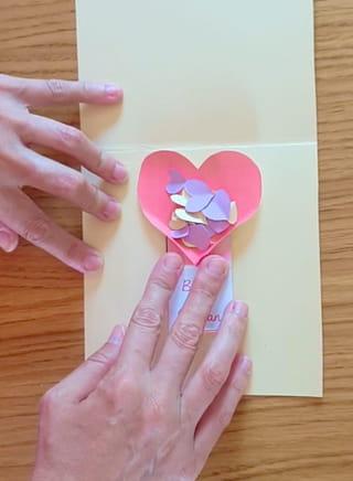 Étape 8: préparez la carte lance-confettis
