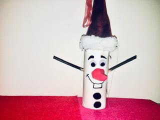 Olaf en rouleau de papier toilette et Père Noël