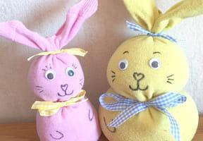 Fabriquez un doudou lapin avec une chaussette [VIDEO]
